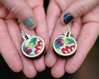 Mothers Day Gift Hypoallergenic Nickel-Free Hand-embroidered Floral Rose Earrings Mini Embroidery Hoops Gift For Her