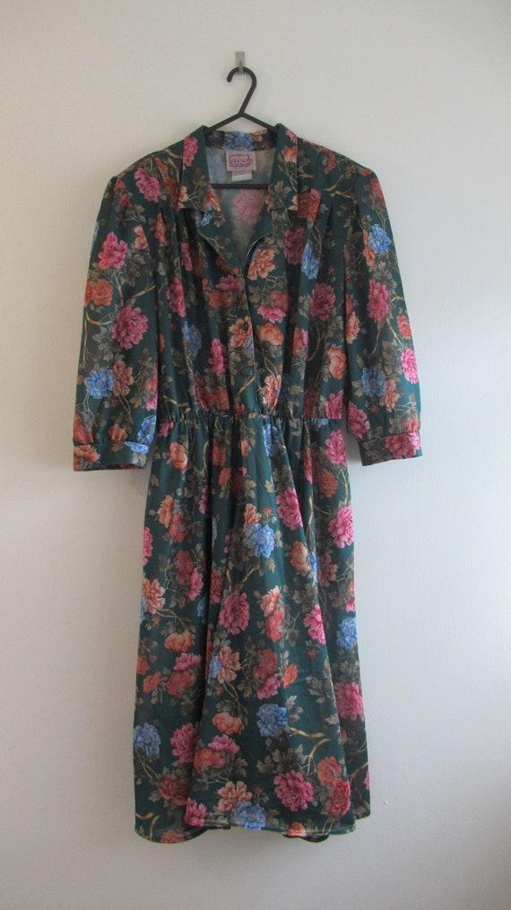Vintage 1970s Green Floral Print Dress