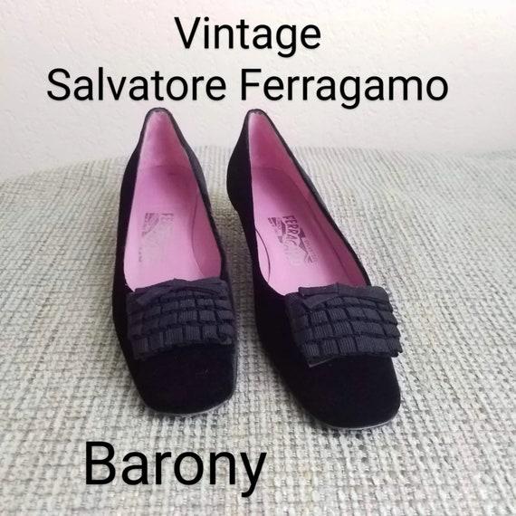Vintage Salvatore Ferragamo Kitten heels