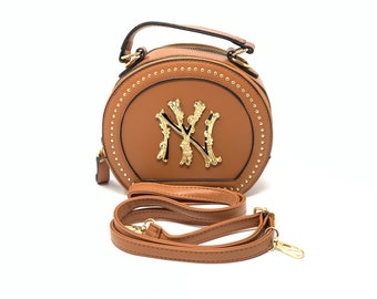 NY Purses, NY Handbags, Stylish NY Handbags, Wristlet, arm bag, shoulder bag, duffle bag, Vintage hand bags