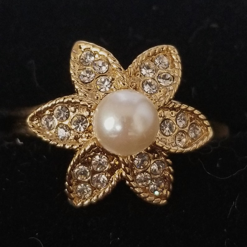 Goldtone Pearl Flower Ring