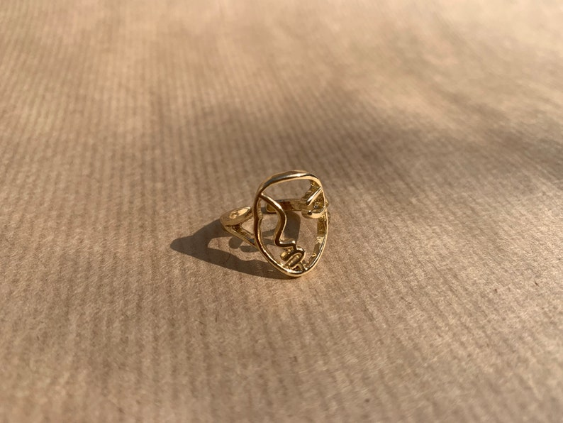 fully adjustable ring modern minimalism art gold coloured trendy Line Drawing Face Ring line drawing of woman/'s face clean lines