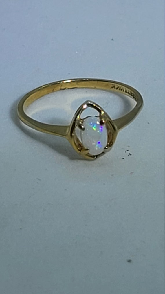 Vintage 10K Yellow Gold Solitaire Opal Ring - image 2