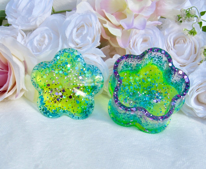 Stash Box with Glitter Sparkling Green Flower Shaped Box With Lid Stunning Jewelry Box Resin Flower Jar Multi-colored Trinket Box