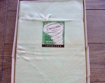 Vintage Damask Table Cloth Set