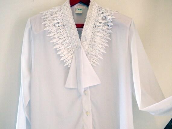 Vintage white large remarkble tie collar, long sle
