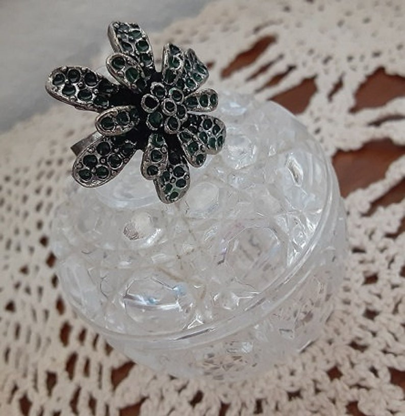 adjustable Vintage Green Inlay Floral Layered Ring