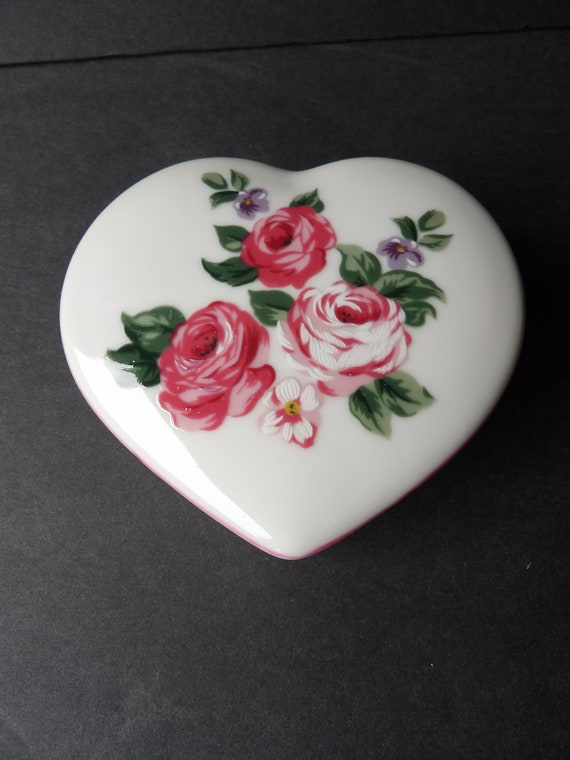 Takahashi Japan Ceramic Blue Flower Heart Trinket Box