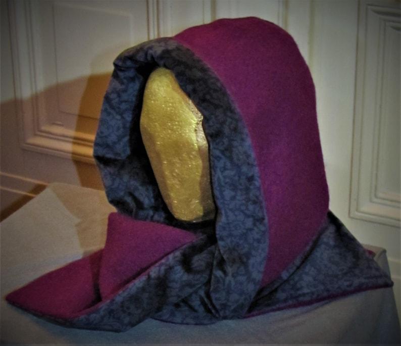 Upcycling Pflaumenrot Walkwolle/Samt Kapuzeschal  Reversibel - Plum Red Wool and silk hood. Reversible.