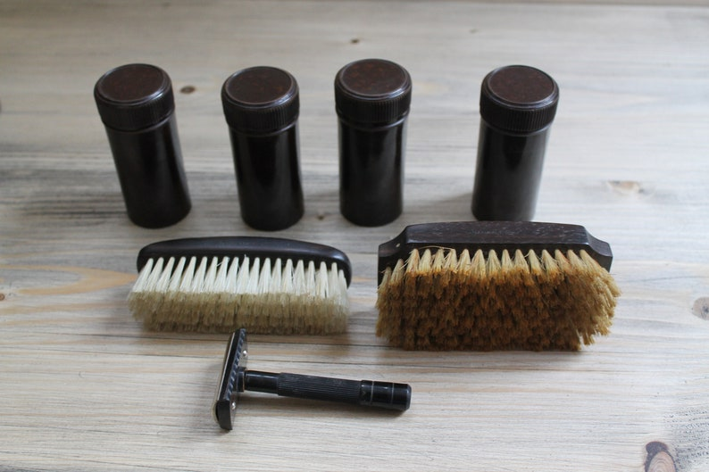 Ebony and Bakelite Gentlemans Grooming Travel Kit in a Leather Case.