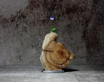 Vase yew wood