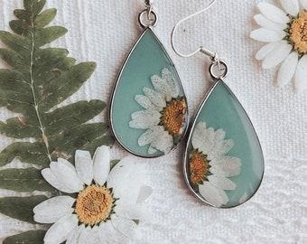 Handmade Pressed Flower Epoxy Resin Gold Dangle Drop Earrings - Floral Earrings - Flower Jewelry - Cute Earrings - Handmade Earrings