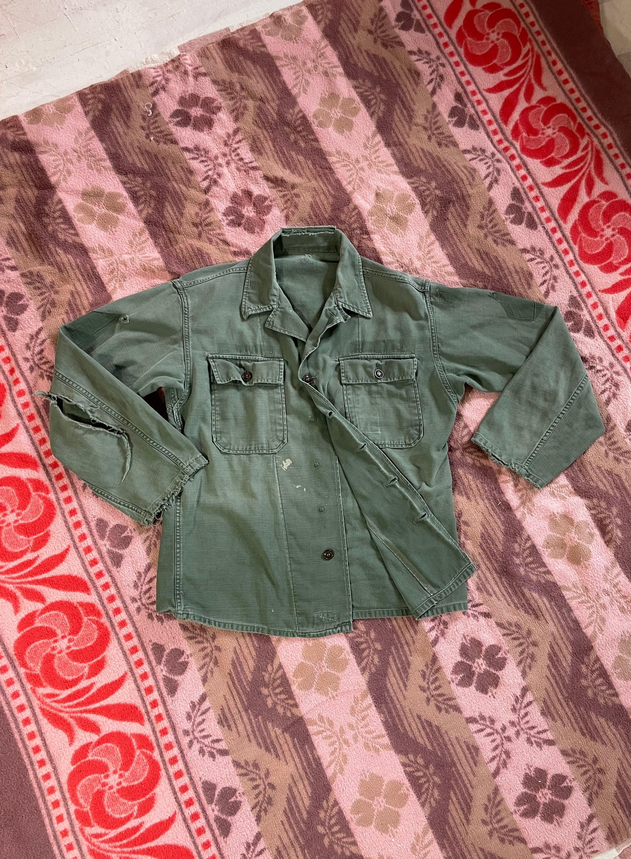1940s Men's Shirts, Sweaters, Vests Vintage 1940S-50S Og-107M-47 First Pattern Field Shirt Cotton Sateen Large $145.00 AT vintagedancer.com
