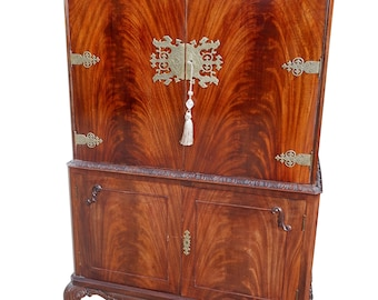 Fabulous Antique Vintage Mid-Century Burr Walnut Cocktail Drinks Cabinet