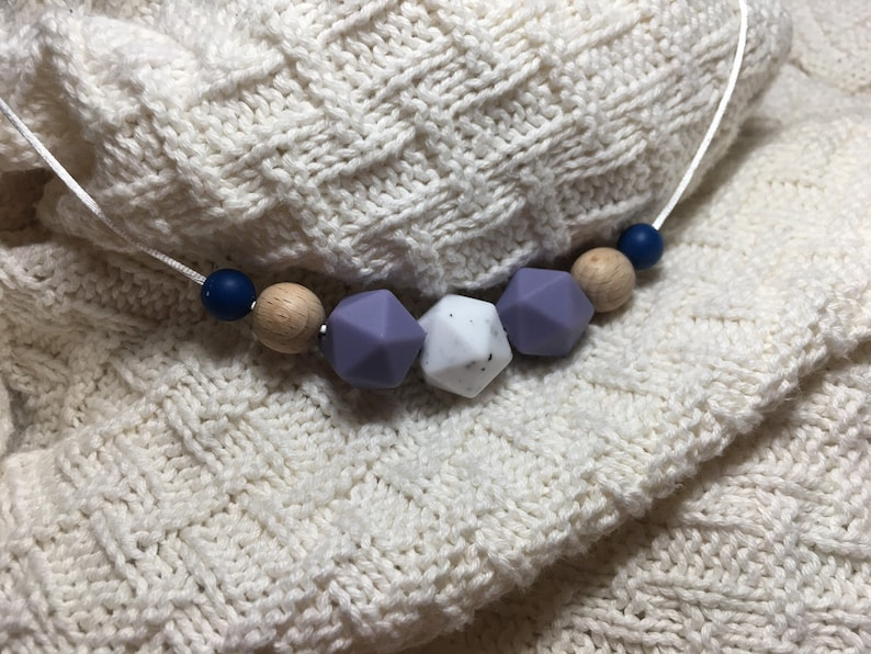 Enyo breastfeeding chain made of wood and silicone beads