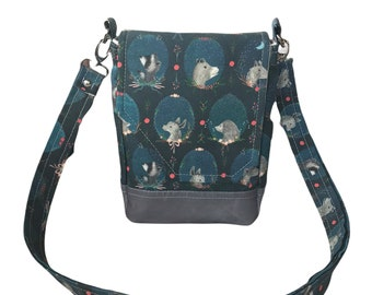Whimsical animal crossbody purse, linen body with waxed canvas base. It has an adjustable strap, two pockets + magnetic closure.