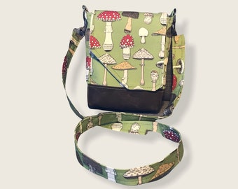 Cute mushroom crossbody purse perfect for a quick trip! Adjustable strap, two pockets and a main compartment. Cotton linen and waxed canvas.