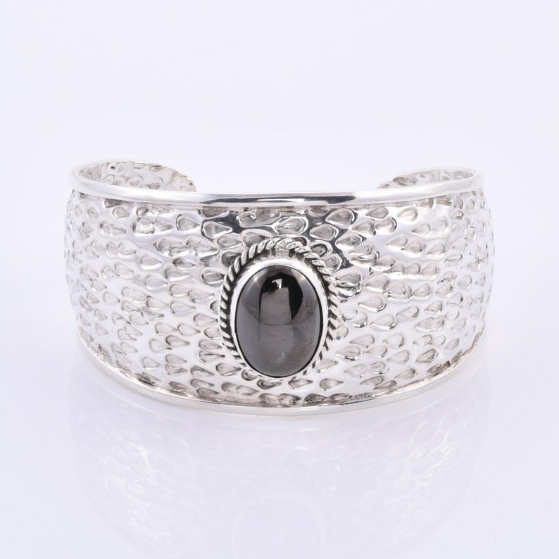 Shungite Studded 925 Sterling Silver Bali Cuff Bangle in hammered Pattern