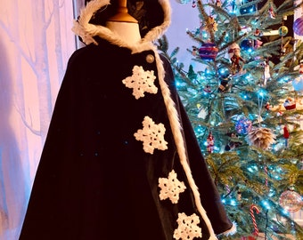 White lace long length Princess Cape,Hood is fur trimmed,Great for Cake Smash,/&Photography Shoots.Handmade is the uk by me.I ship worldwide