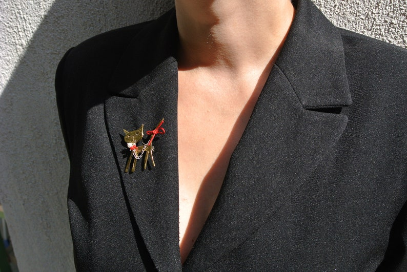 Cat Brooch Kitty Brooche Square pin Cute Cat design Bronze Bronze brooches Mother day  gift Handmade jewerly Woman Stones Cool Coral stone