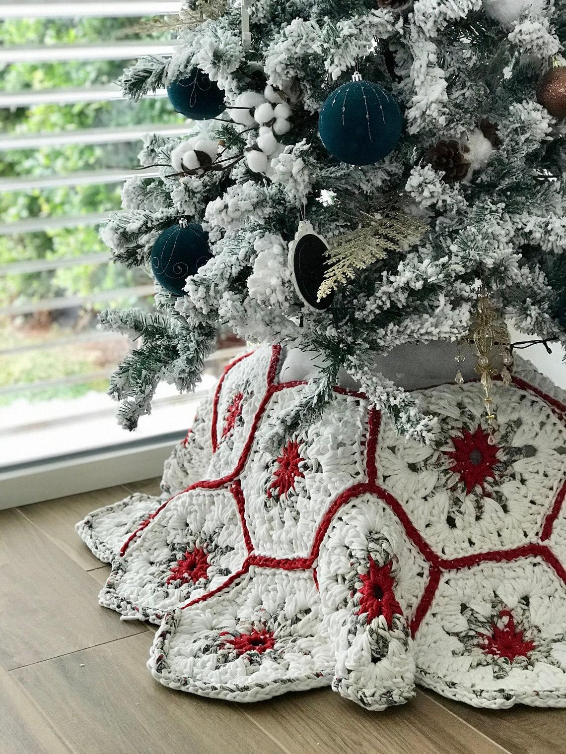 Christmas tree skirt crochet pattern with video Christmas image 0