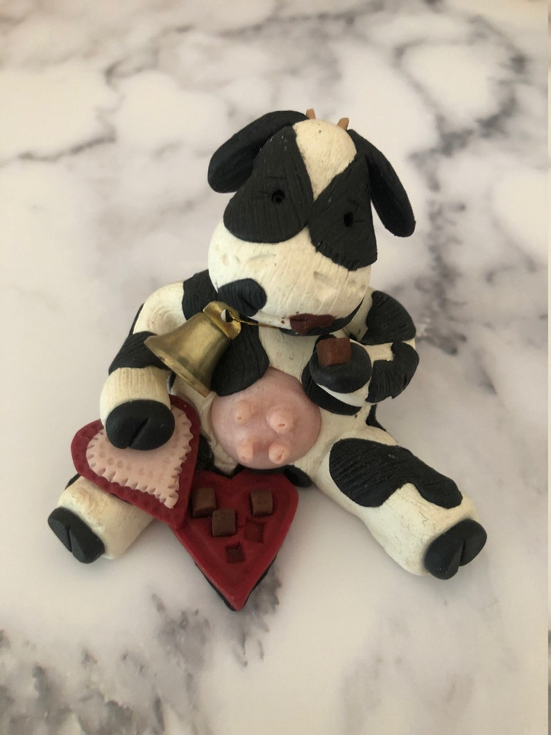 Valentine/'s Day Cow Figurine
