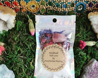 Crystal bath ritual pack/Christmas gifts/healing crystals/Rose quartz/witchcraft/bath flowers/bath salts/stocking filler/small gifts/ yule
