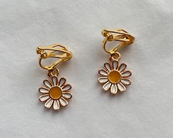 clip on/hook daisy earrings