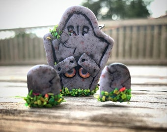 polymer clay robot sculpture Tony the Tombstone Bot
