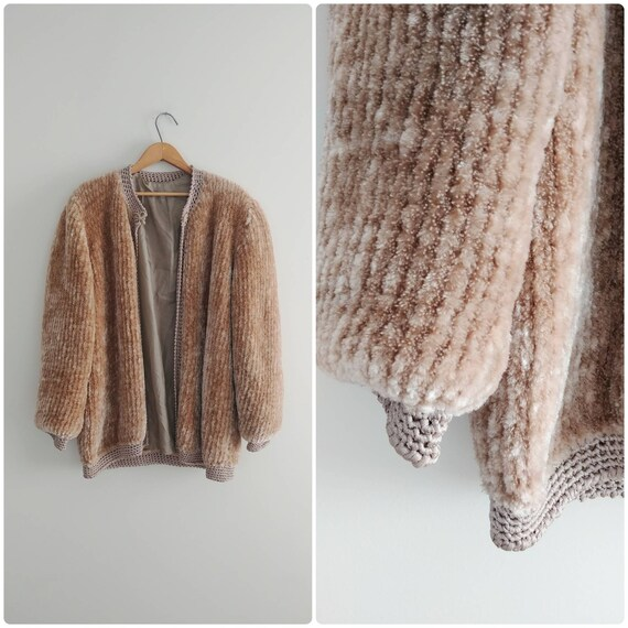 Large Vintage Womens Taupe Fuzzy Sweater Winter Ch