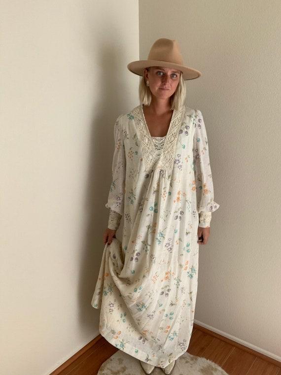 1970's floor length dress // long sleeve // floral