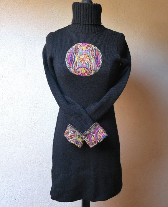 Dress '70 with ethnic embroidery