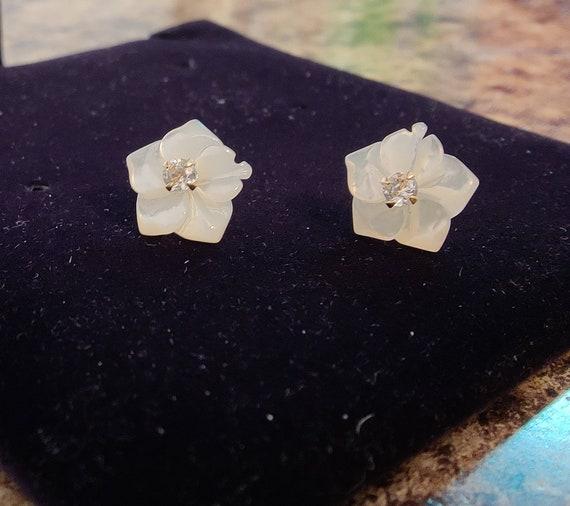 Flower Diamond Stud Earrings - image 3