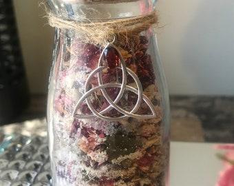 Celtic beauty herbal bath salts for feminine/ goddess meditation - rose, white sage, & oak bark - garnet Celtic charm