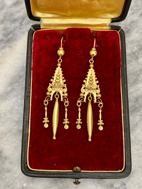 Victorian 15ct gold Etruscan style drop earrings