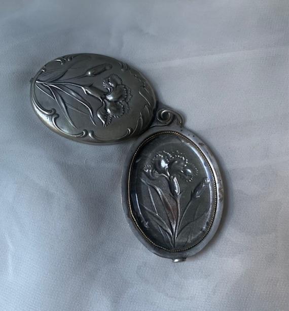 Silver Art Nouveau Locket - image 5