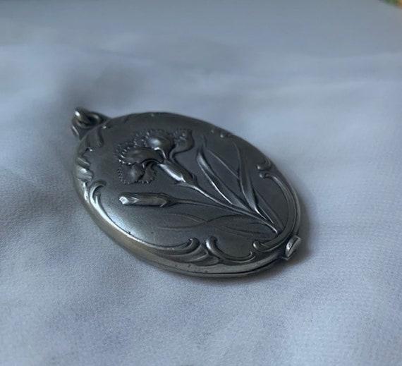 Silver Art Nouveau Locket - image 4