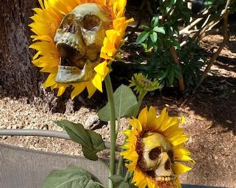 Sunflower Skull Garden Simulation Ornaments, Yard decoration, Garden Sculpture Decor, Farmhouse Decor, Halloween Decorations, Birthday Gifts