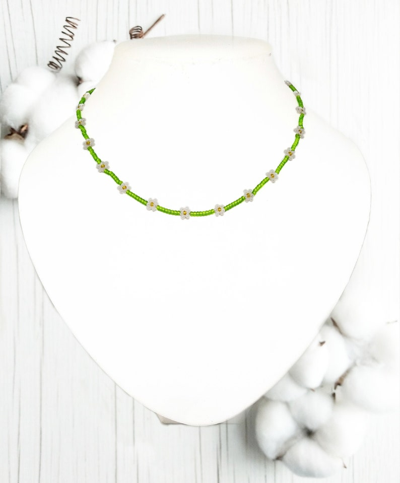 seed bead necklace flower chain bead necklace Custom daisy beaded chokernecklace flower ncklace