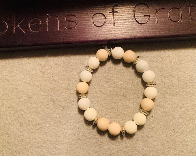White shade beaded stretch bracelet