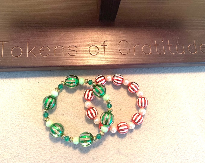 Green and Red Ornament Christmas/ Holiday Stretch Bracelet set (2)