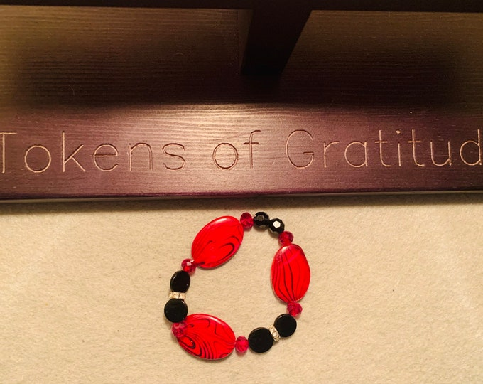 Red and Black beaded stretch bracelet