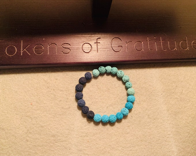 Blue beaded stretch bracelet (blue spectrum)