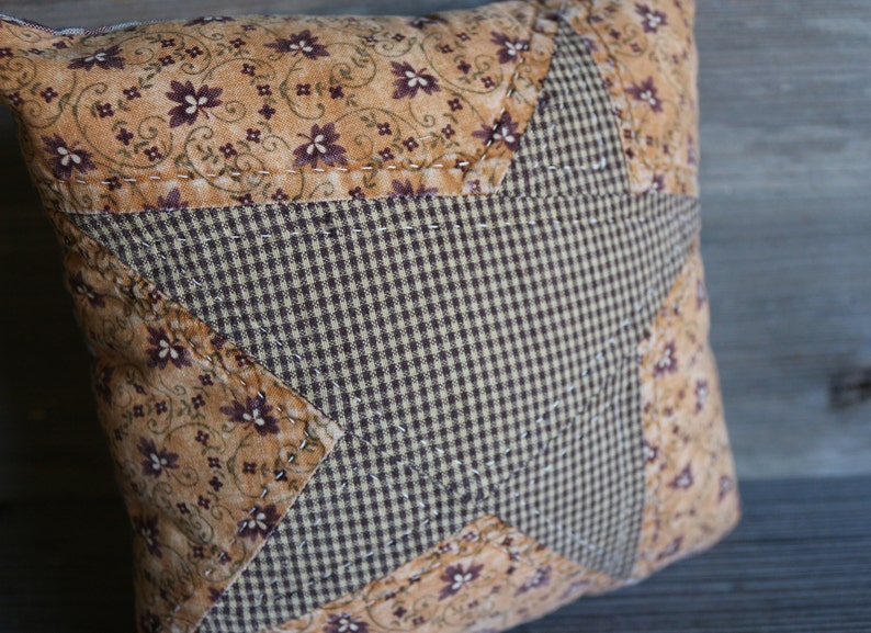 primitive star pillow,quilted rustic star pillow,small quilted star pillow,primitive small star pillow,handquilted star pillow