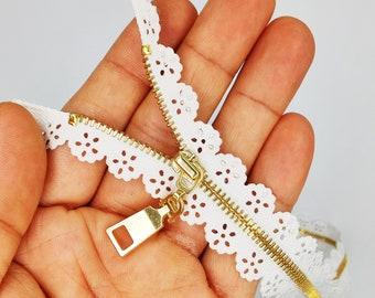 Lace edge zipper 35cm length Maroon