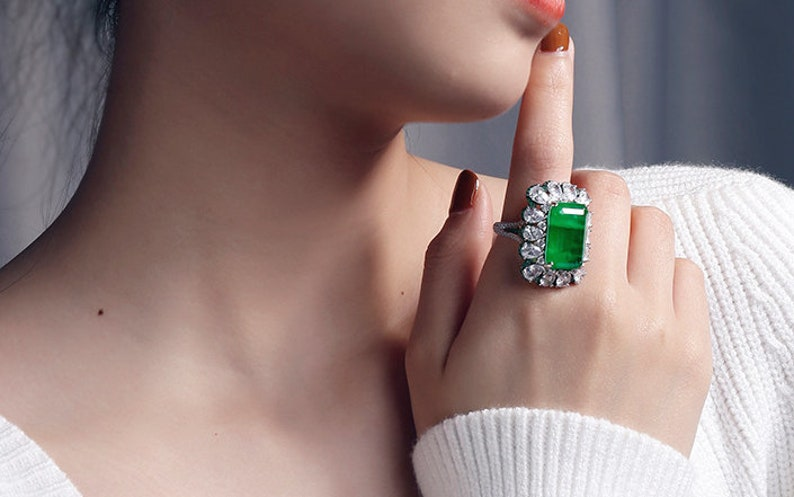 Gifts For Her 18K White Gold Plated S925 Sterling Silver Ring Stunning High Quality Imitation Emerald Ring