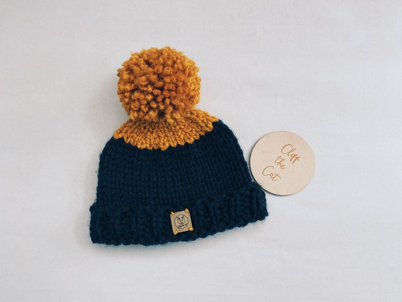 handknitted pompom hat The Huntly 100/% acrylic