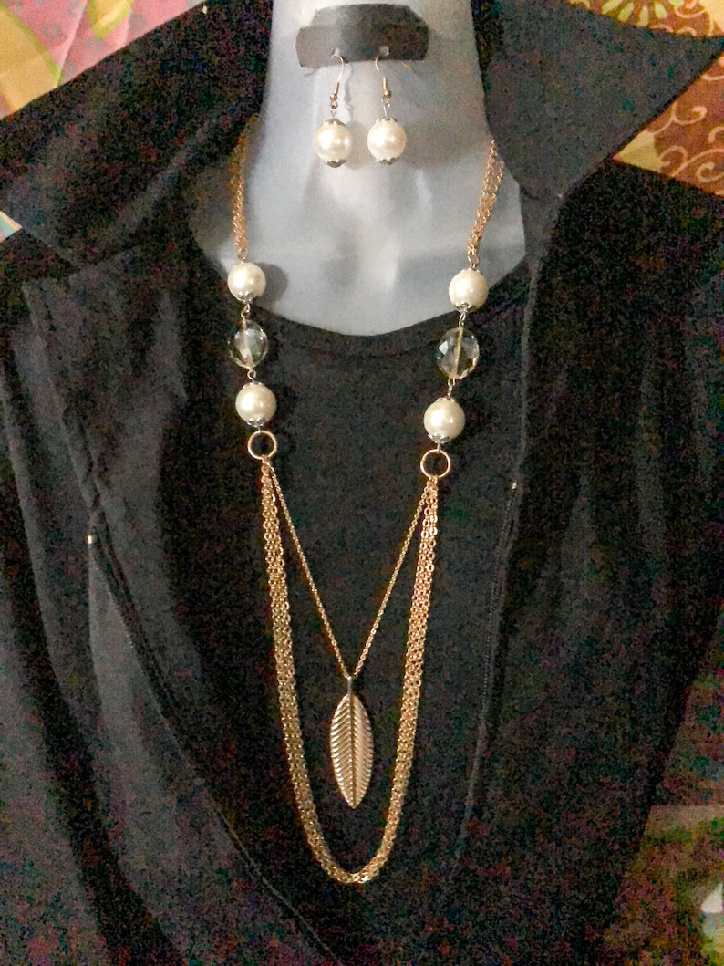 Feather pendant Necklace Set Crystals Chain with White Pearls Handmade