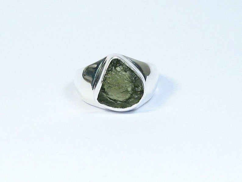 Natural Certified 925 Sterling Silver 9.25 Carat Green Moldavite Trillion Cut Gemstone Silver Unisex Ring