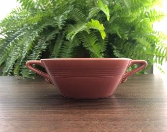 """Vintage Homer Laughlin Coral """"Harlequin"""" bowl."""